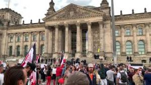 Berlin-Demo-am-29.-August-2020-Reichstag-gesturmt