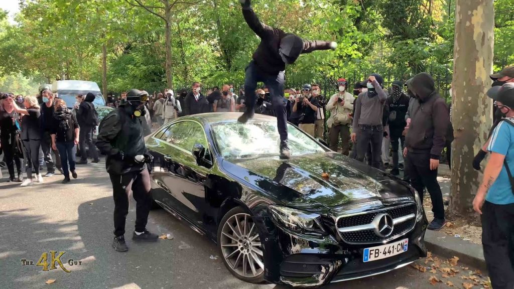Paris-Clashes-and-chaos-on-yet-another-Saturday-of-protest-9-12-2020