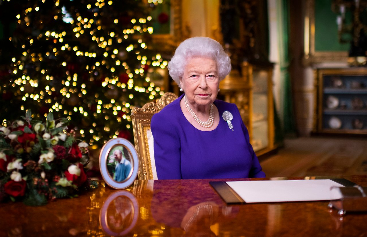 Queen - Queen encourages mourners - Royals will break with Christmas tradition in 2020 - today - 20-1